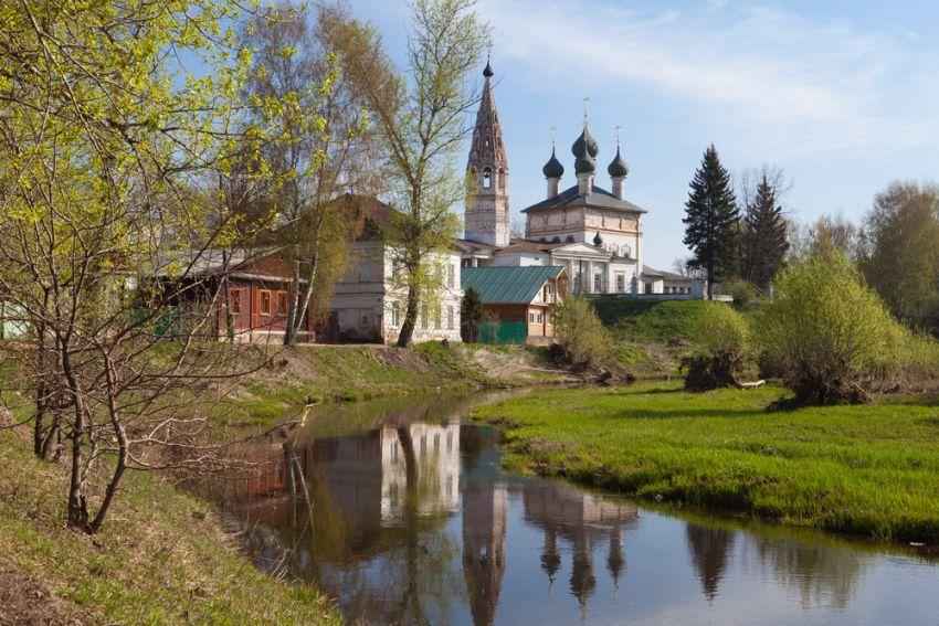 Костромская область, Нерехтский район, Нерехта. Церковь Богоявления Господня, фотография. общий вид в ландшафте, Вид с реки.