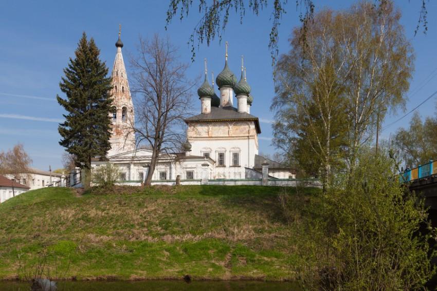 Костромская область, Нерехтский район, Нерехта. Церковь Богоявления Господня, фотография. общий вид в ландшафте, Вид через реку.