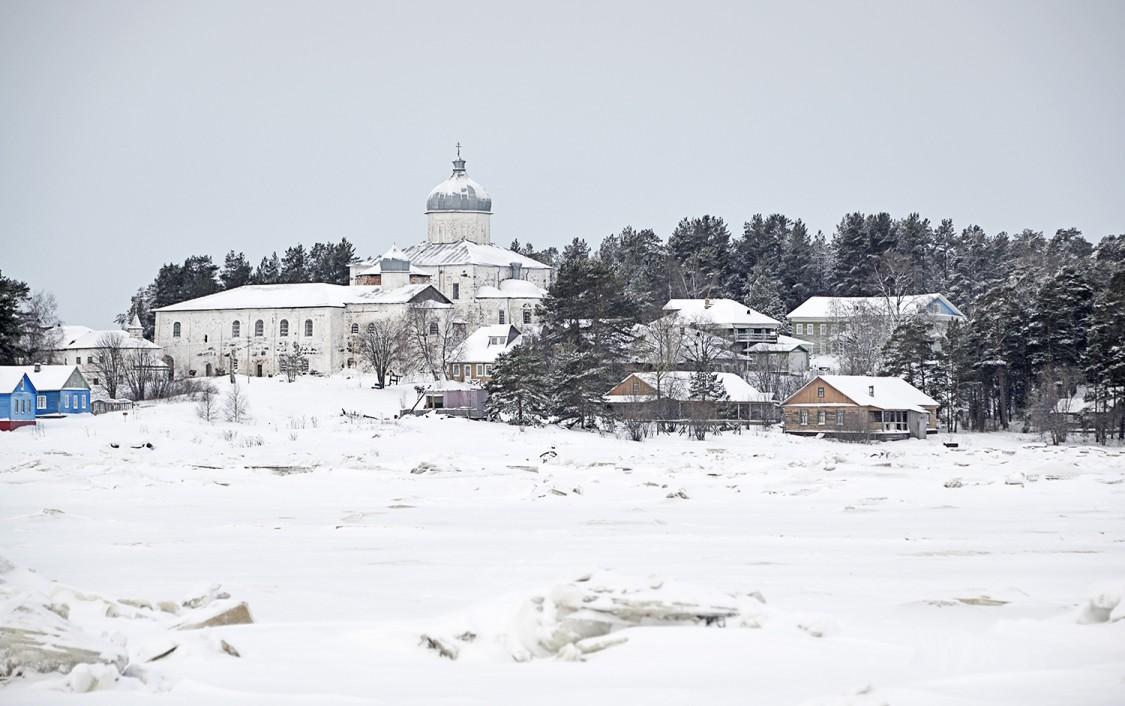 Архангельская область, Онежский район, Кий-остров. Кийский Крестный монастырь, фотография. общий вид в ландшафте