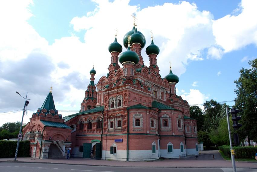 Церковь Троицы Живоначальной в Останкине, Москва