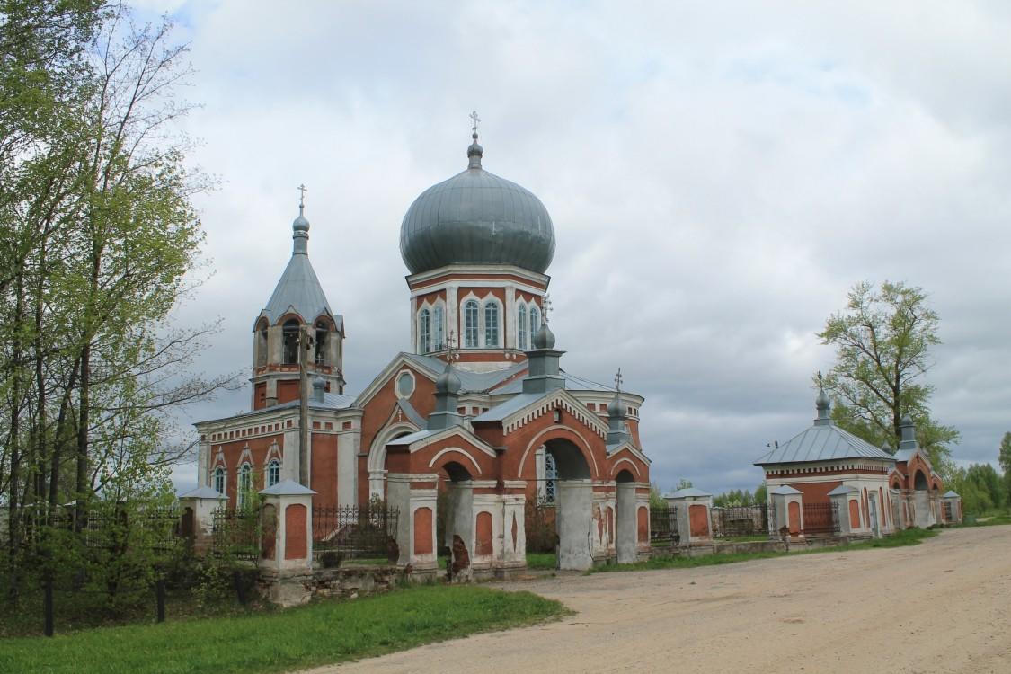 Костромская область, Шарьинский район, Печёнкино. Церковь Успения Пресвятой Богородицы, фотография. фасады