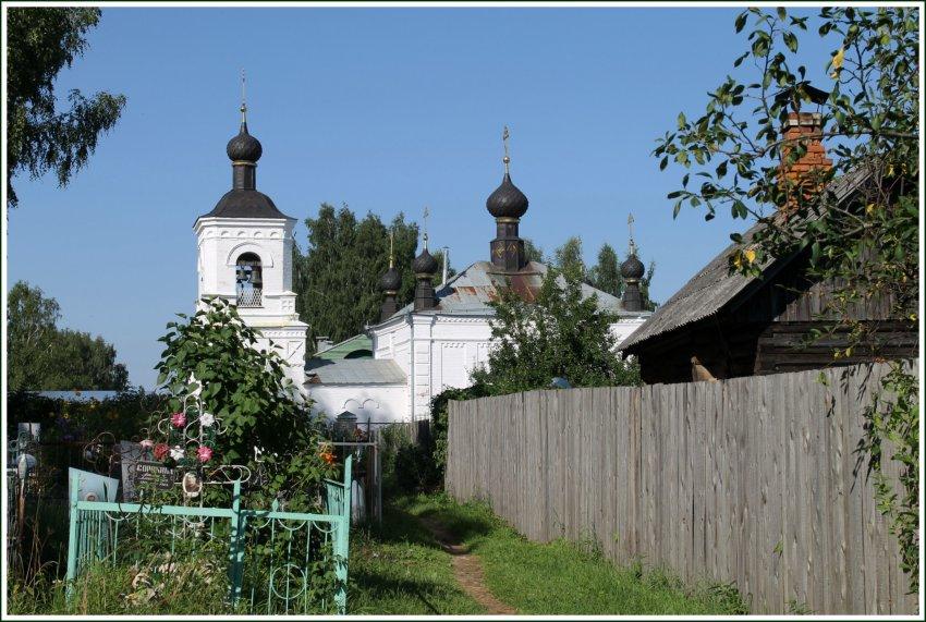 Костромская область, Красносельский район, Красное-на-Волге. Церковь Всех Святых, фотография. общий вид в ландшафте