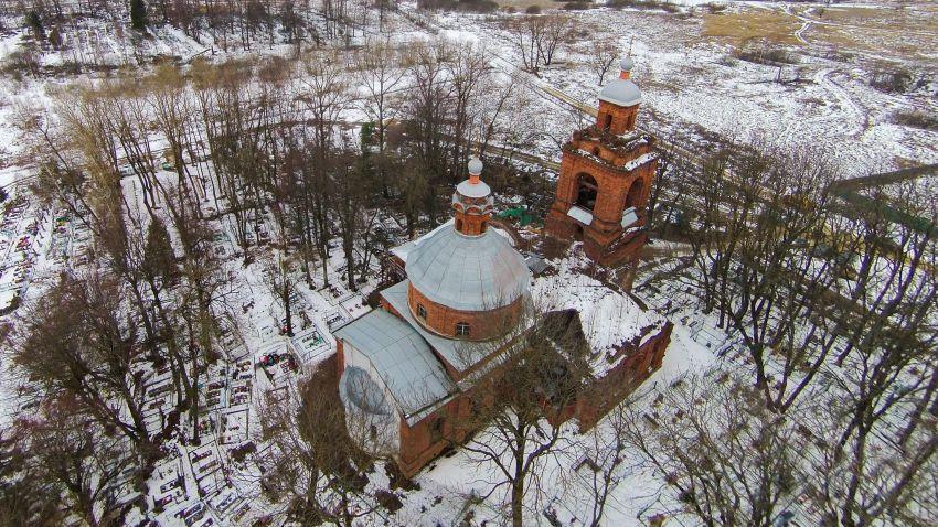 Московская область, Можайский городской округ, Дровнино. Церковь Богоявления Господня, фотография. общий вид в ландшафте