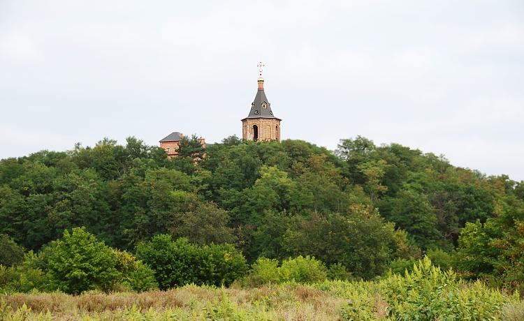 Украина, Сумская область, Ахтырский район, Ахтырка. Ахтырский Троицкий мужской монастырь, фотография. общий вид в ландшафте