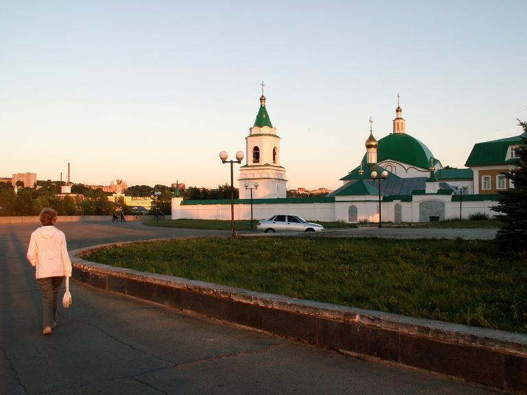 Республика Чувашия, Чебоксары, город, Чебоксары. Троицкий мужской монастырь, фотография. общий вид в ландшафте