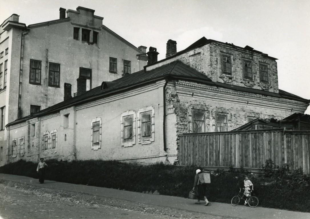 Республика Чувашия, Чебоксары, город, Чебоксары. Троицкий мужской монастырь, фотография. архивная фотография, Фото 1954 года. Жилое строение монастыря.
