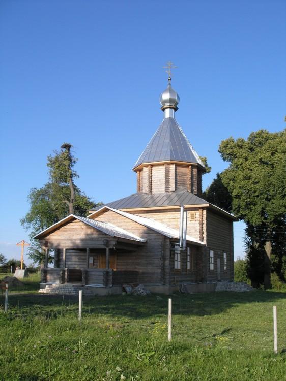Брянская область, Выгоничский район, Городец. Церковь Флора и Лавра, фотография. общий вид в ландшафте