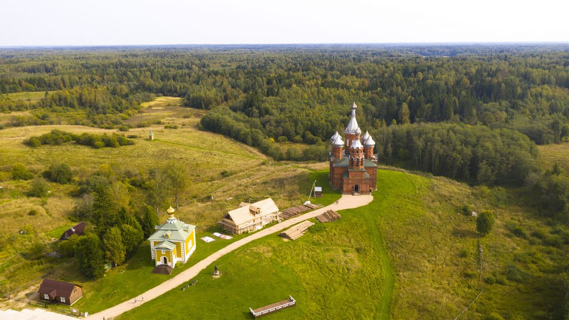 Тверская область, Осташковский городской округ, Волговерховье. Ольгинский монастырь, фотография. общий вид в ландшафте