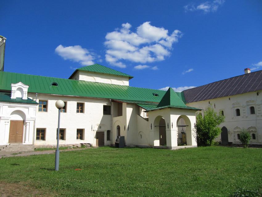 Тихвинский Богородице-Успенский мужской монастырь. Церковь Двенадцати апостолов, Тихвин