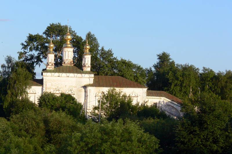 Вологодская область, Великоустюгский район, Великий Устюг. Церковь Жён-мироносиц, фотография. общий вид в ландшафте