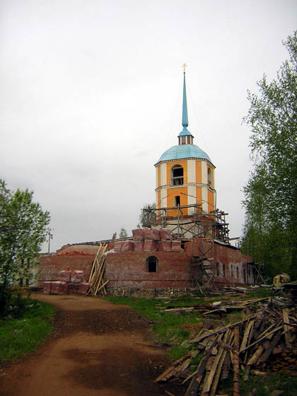 Антониево-Дымский Троицкий мужской монастырь, Броневик