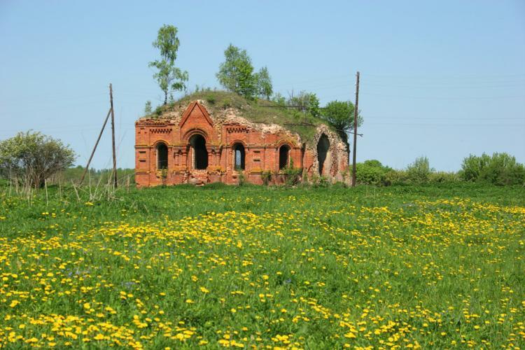 Калужская область, Мещовский район, Изъялово. Церковь Троицы Живоначальной, фотография. общий вид в ландшафте