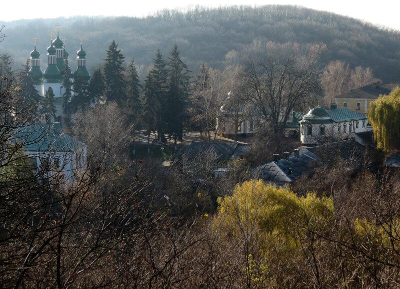 Украина, Киевская область, Киев, город, Киев. Троицкий мужской монастырь (Китаевская пустынь), фотография. общий вид в ландшафте