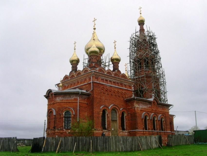 Калужская область, Боровский район, Красное. Церковь Михаила Архангела, фотография. фасады, вид с северо-востока