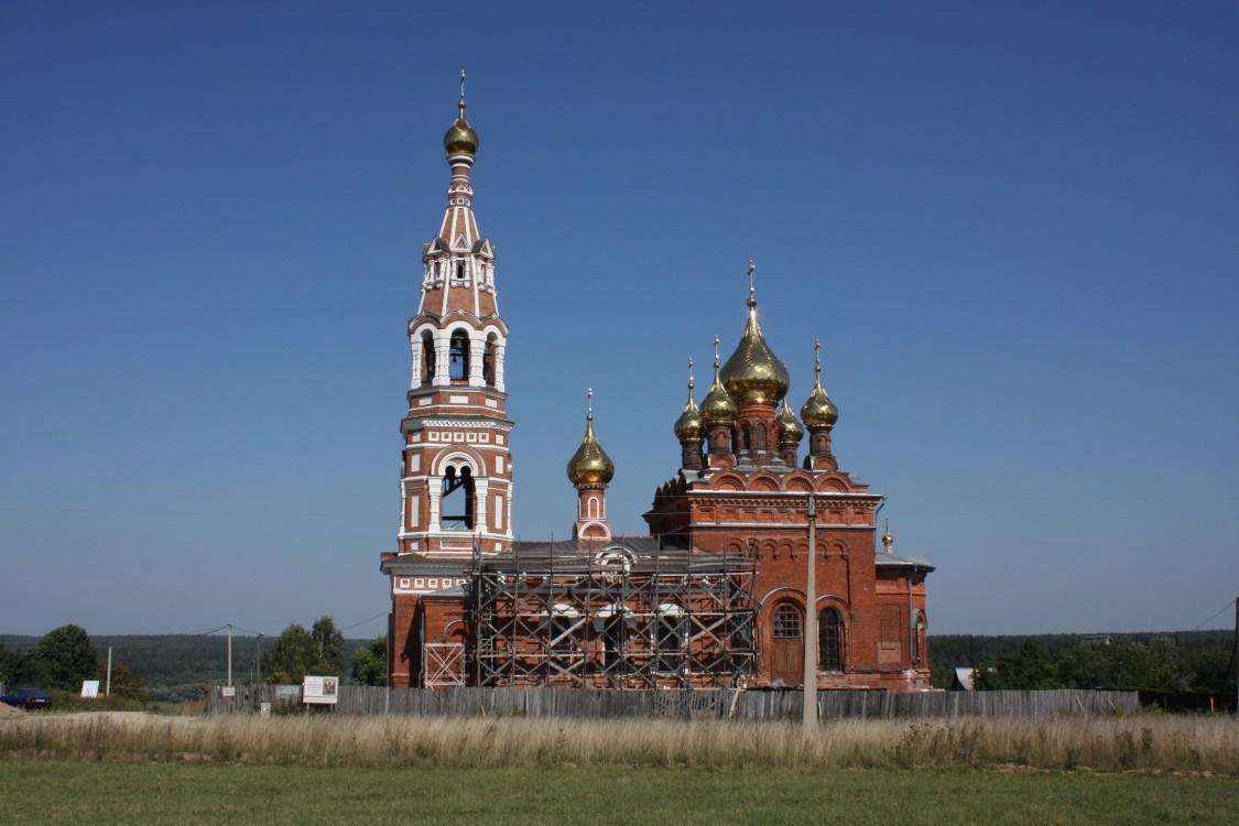 Калужская область, Боровский район, Красное. Церковь Михаила Архангела, фотография. общий вид в ландшафте