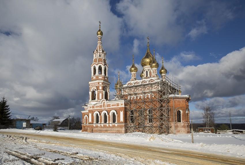 Калужская область, Боровский район, Красное. Церковь Михаила Архангела, фотография. фасады