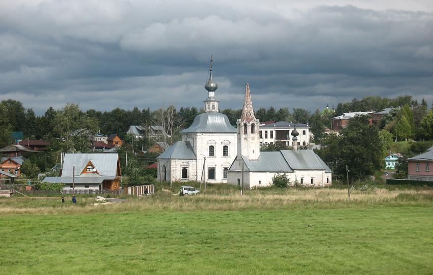 Владимирская область, Суздальский район, Суздаль. Церковь Богоявления Господня, фотография. общий вид в ландшафте