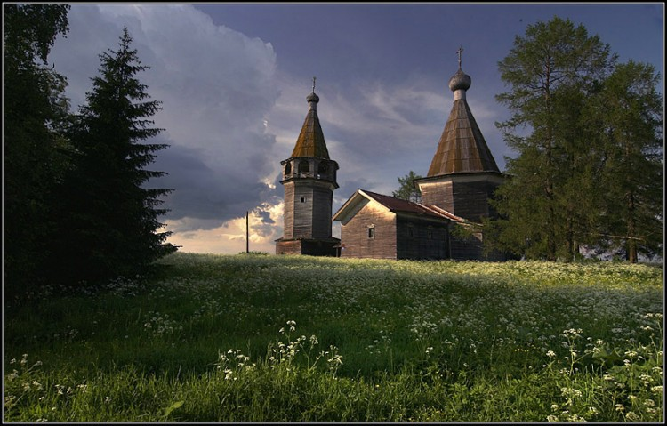 Церковь Богоявления Господня, Погост