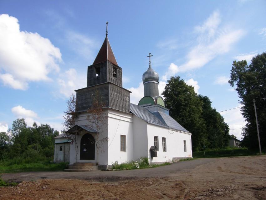 Антониево-Дымский Троицкий мужской монастырь. Церковь Иоанна Предтечи, Броневик