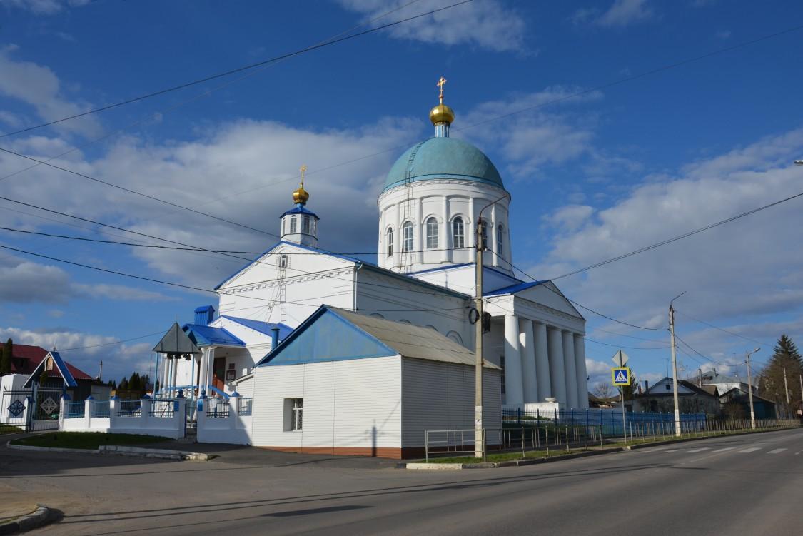 Орловская область, Кромской район, Кромы. Церковь Николая Чудотворца, фотография. общий вид в ландшафте
