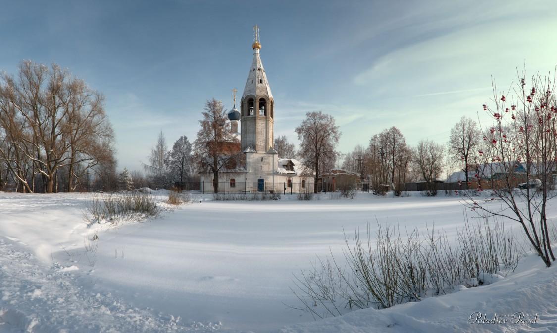Ярославская область, Ярославль, город, Лучинское. Церковь Иоакима и Анны, фотография. общий вид в ландшафте