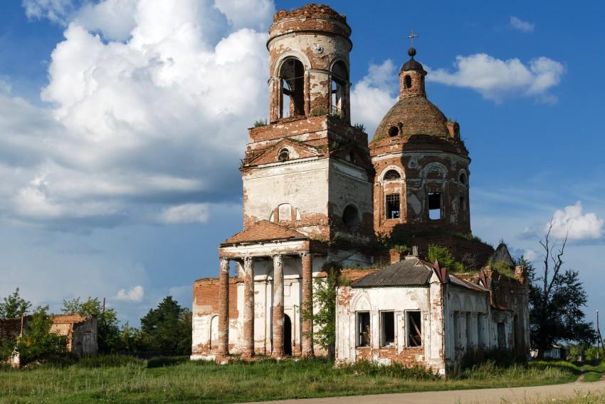 Курганская область, Катайский район, Зырянка. Церковь Богоявления Господня, фотография. общий вид в ландшафте