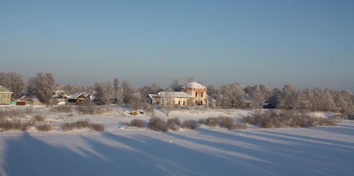 Вологодская область, Устюженский район, Устюжна. Церковь Сошествия Святого Духа, фотография. общий вид в ландшафте