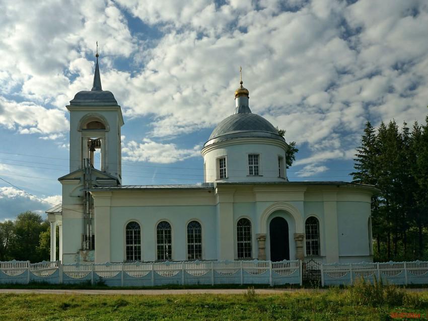 Липецкая область, Долгоруковский район, Грызлово. Церковь Богоявления Господня, фотография. общий вид в ландшафте