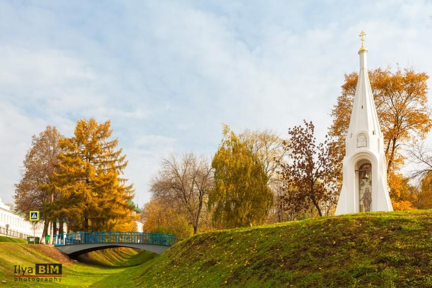 Ярославская область, Ярославль, город, Ярославль. Часовня Казанской иконы Божией Матери, фотография. общий вид в ландшафте