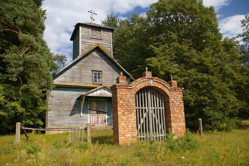 Латвия, Даугавпилсский край, г. Даугавпилс, Вилькели. Неизвестная старообрядческая моленная, фотография. общий вид в ландшафте