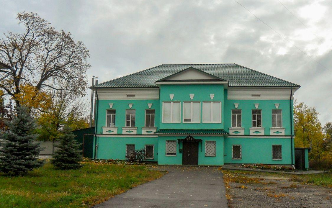 Тамбовская область, Мичуринский район и г. Мичуринск, Мичуринск. Козловский Троицкий монастырь, фотография. фасады, Настоятельский корпус, построен в 1801 г.