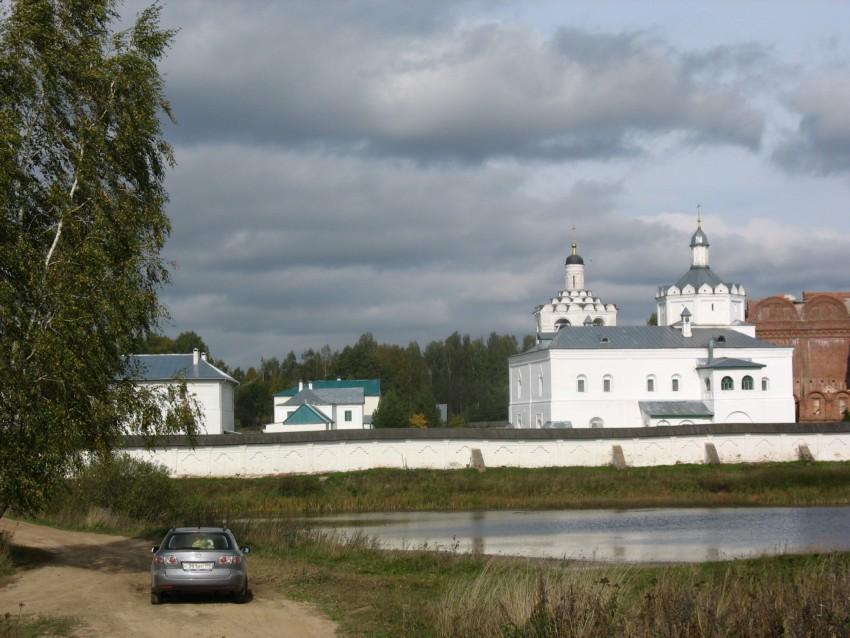 Смоленская область, Дорогобужский район, Болдино. Троицкий Герасимо-Болдинский мужской монастырь, фотография. общий вид в ландшафте