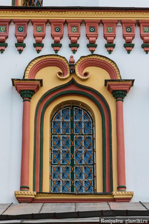 Иркутская область, Иркутск, город, Иркутск. Собор Богоявления Господня, фотография. архитектурные детали, Каменный наличник в стиле барокко
