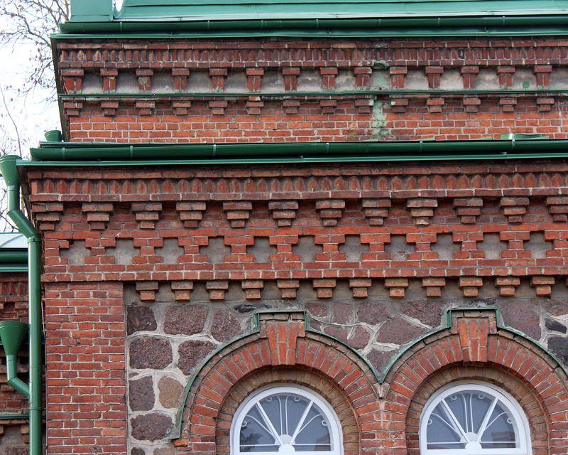 Эстония, Ида-Вирумаа, Йыхви (Jõhvi). Церковь Богоявления Господня, фотография. архитектурные детали, Фрагмент фасада