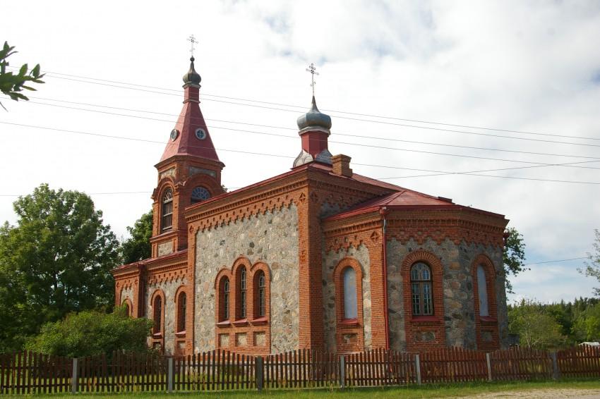 Латвия, Дундагский край, Колка. Церковь Рождества Христова, фотография. общий вид в ландшафте