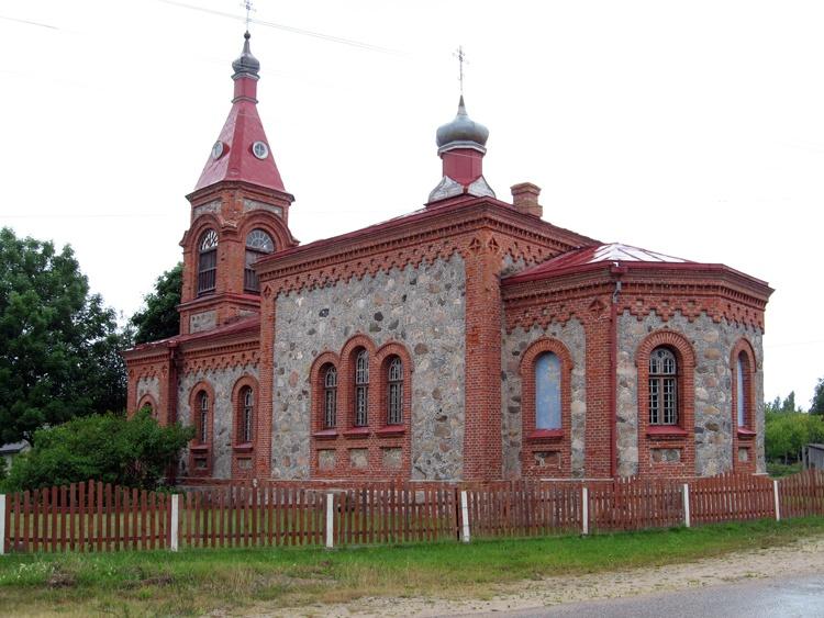 Латвия, Дундагский край, Колка. Церковь Рождества Христова, фотография. общий вид в ландшафте, Общий вид церкви с северо-востока