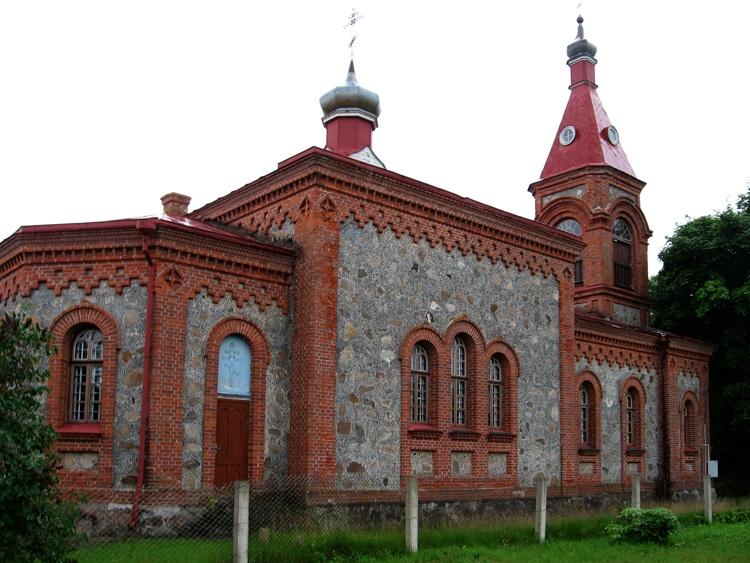 Латвия, Дундагский край, Колка. Церковь Рождества Христова, фотография. фасады, Общий вид церкви с юго-востока