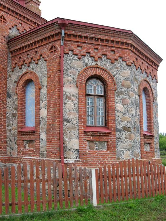 Латвия, Дундагский край, Колка. Церковь Рождества Христова, фотография. фасады, Алтарная часть церкви
