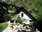 Какопетрия. Николая Чудотворца под крышей, церковь