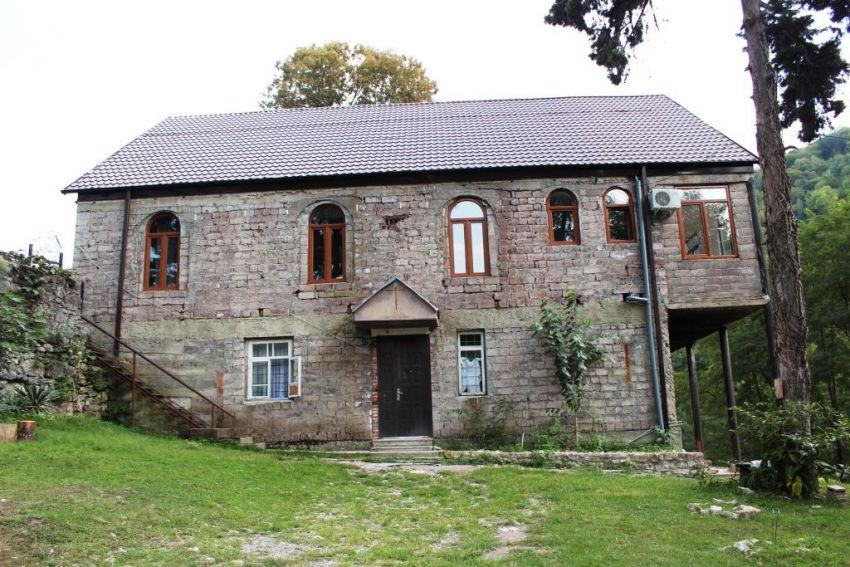Каманский мужской монастырь Иоанна Златоуста, Каманы (Команы)