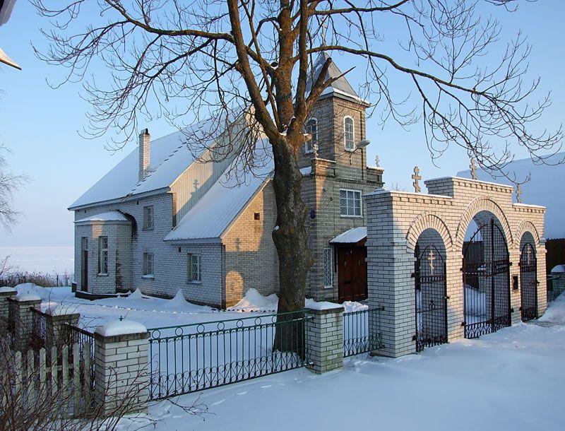 Эстония, Йыгевамаа, Кюкита (Kükita küla). Старообрядческая моленная Рождества Иоанна Предтечи и Успения Пресвятой Богородицы, фотография. общий вид в ландшафте, Вид с северо-запада