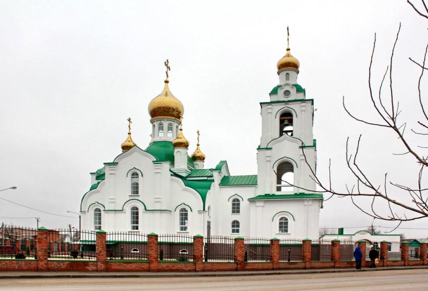 Ростовская область, Сальский район, Сальск. Церковь Димитрия Ростовского, фотография. общий вид в ландшафте, Церковь освящена 9 ноября 2010 года