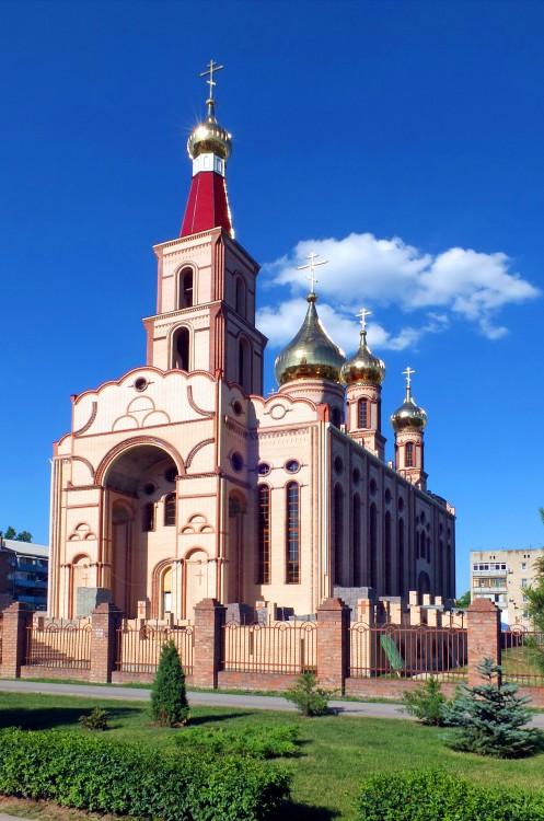 Ростовская область, Сальский район, Сальск. Церковь Кирилла и Мефодия, фотография. общий вид в ландшафте, строится