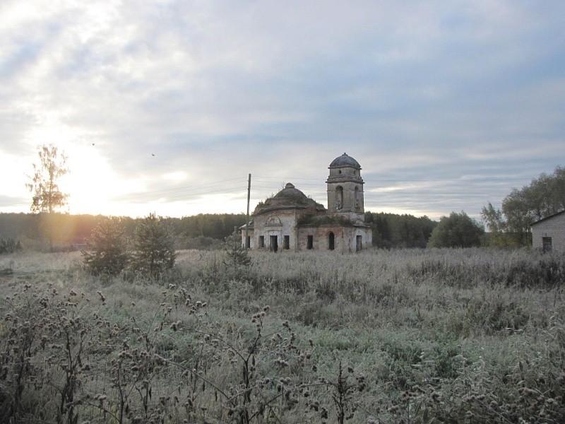 Смоленская область, Гагаринский район, Колокольня. Церковь Введения во храм Пресвятой Богородицы, фотография. общий вид в ландшафте