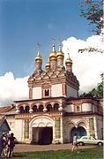 Теряево. Успенский Иосифо-Волоцкий монастырь. Церковь Петра и Павла над Святыми вратами