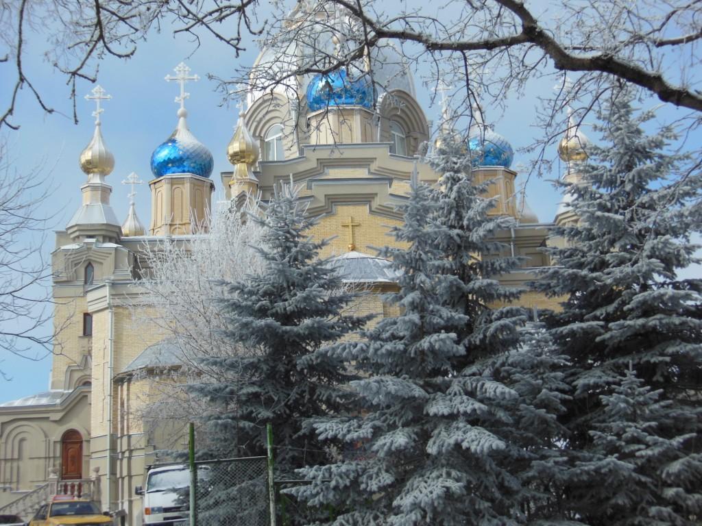 Ставропольский край, Ессентуки, город, Ессентуки. Собор Пантелеимона Целителя, фотография. дополнительная информация, Любуюсь на наш храм. В этот день просто шла мимо на работу и не удержалась,чтобы не сфотографировать.