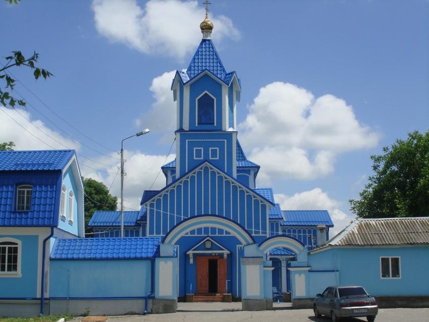 Ставропольский край, Ессентуки, город, Ессентуки. Церковь Николая Чудотворца, фотография. общий вид в ландшафте