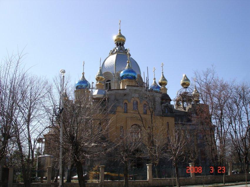 Ставропольский край, Ессентуки, город, Ессентуки. Собор Пантелеимона Целителя, фотография. общий вид в ландшафте
