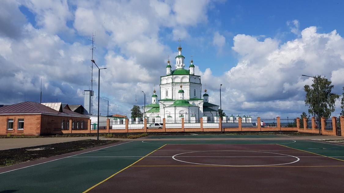 Красноярский край, Енисейск, город, Енисейск. Собор Богоявления Господня, фотография. общий вид в ландшафте
