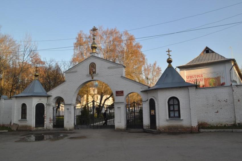 Тульская область, Новомосковск, город, Новомосковск. Успенский мужской монастырь, фотография. общий вид в ландшафте